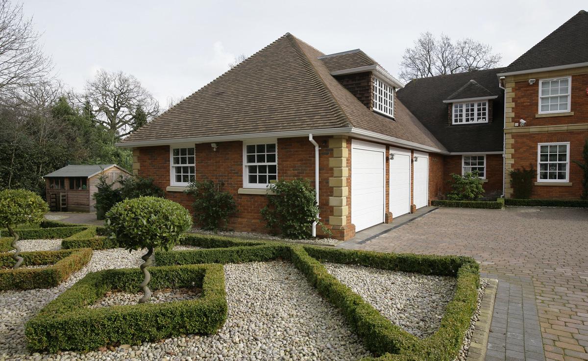St Georges Hill Surrey DNA Architecture