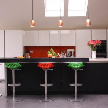 Black & white kitchen cabinets create a striking contrast